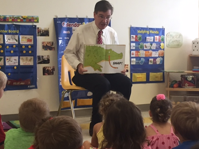 Congressman Keith Rothfus reads to children at the Sewickley Valley YMCA